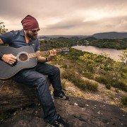 guitarist-407212_640